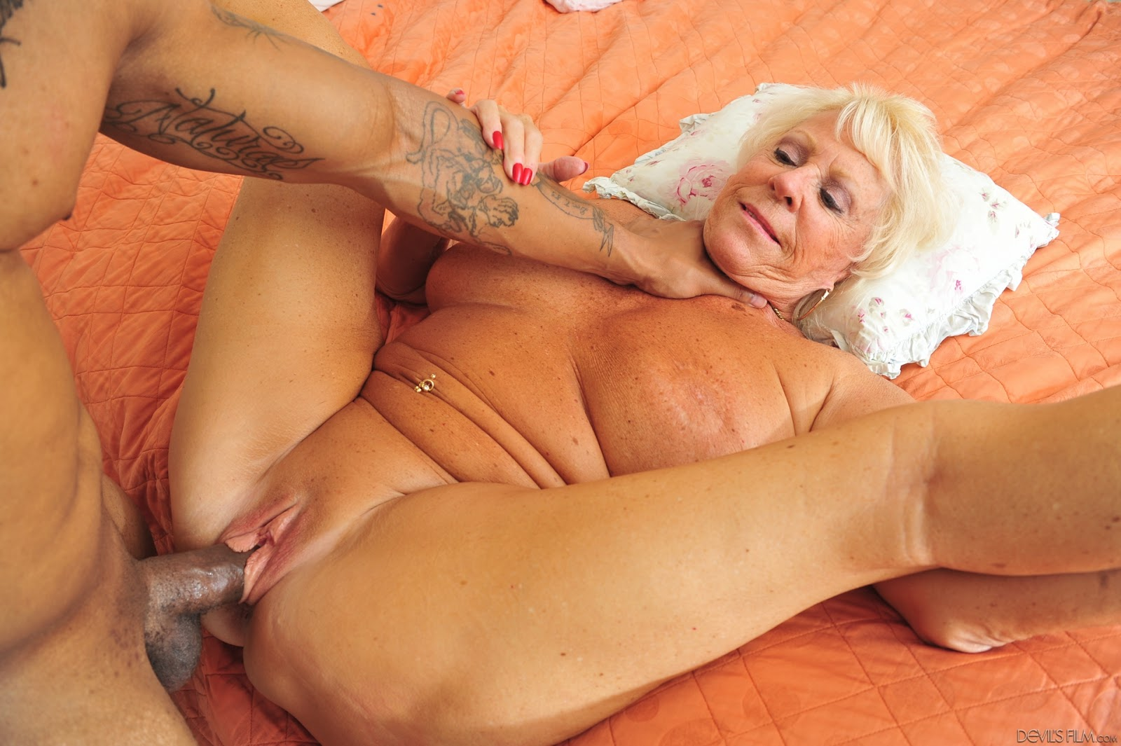 real house wives naked