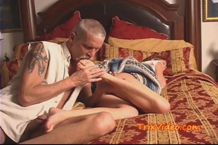 girl and mom having sex